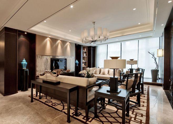 別墅裝修客廳不止重視環保、實用、雅觀、更要注重傳統的風水方位,客廳不止是待客的地方,也是家人聚會、聊天的場所,應是熱鬧、和氣的地方。客廳中的布局、擺設從某種程度上也是品味個性的象征。客廳的方位尤其重要,在傳統風水中被稱為財位,關系全家的財運、事業、名望等興衰,所以客廳布局及擺設是不容忽視的。深圳裝修公司以下為要裝修的朋友介紹下別墅客廳裝修布局好風水,給業主帶來不錯的運勢。