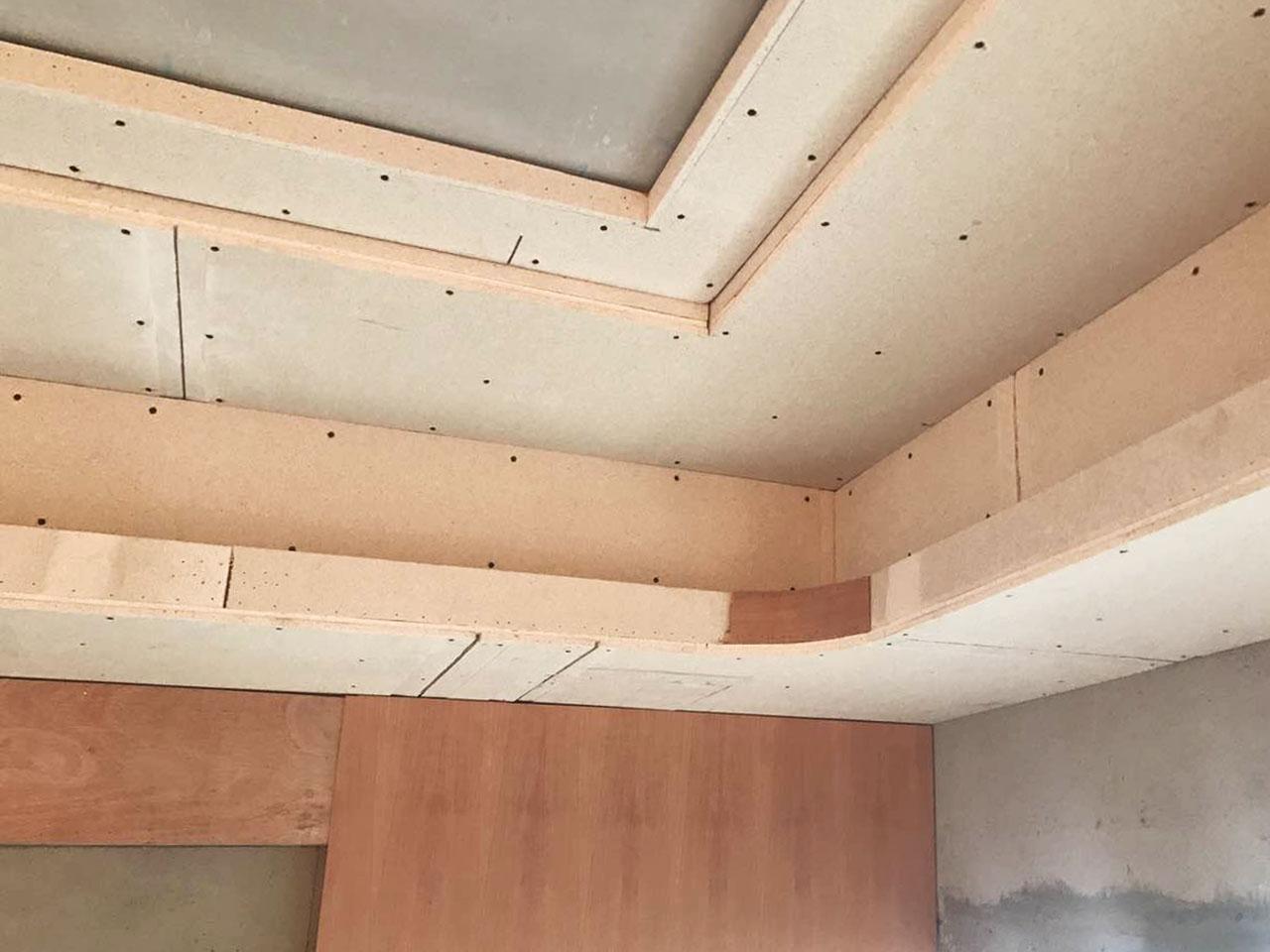 即从地面 到天花) 3,电路施工完成后全房通电测试试运行 1,天花吊顶封